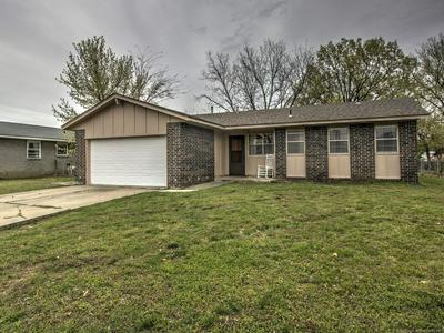 1717 SOUTHRIDGE DR, PRYOR, OK 74361 - Photo 1