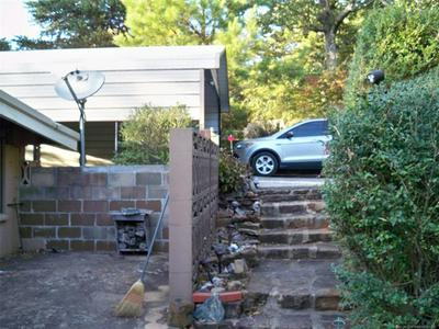 180 GRANDVIEW CIR, Locust Grove, OK 74352 - Photo 2