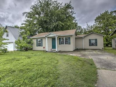 206 N ORPHAN ST, Pryor, OK 74361 - Photo 1