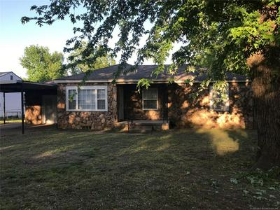 802 S HOWERTON AVE, Cushing, OK 74023 - Photo 2
