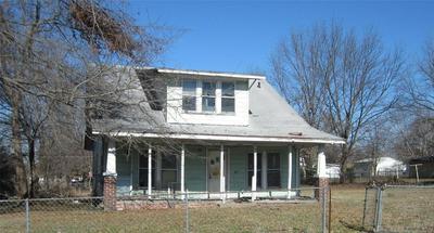 401 NE E ST, Stigler, OK 74462 - Photo 1