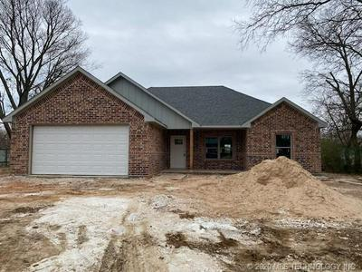 516 S 4TH AVE, Durant, OK 74701 - Photo 1