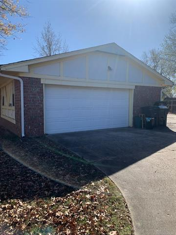 1703 N WILLOW DR, Claremore, OK 74017 - Photo 2