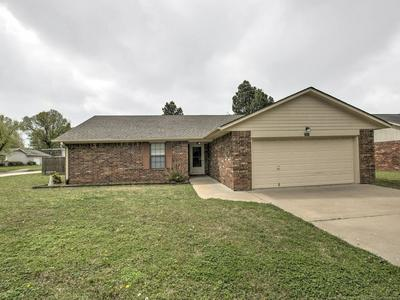 212 MAGNOLIA ST, Pryor, OK 74361 - Photo 2