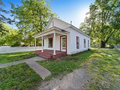 106 S COO Y YAH ST, Pryor, OK 74361 - Photo 2