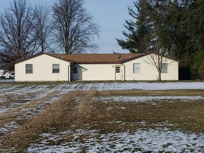 703 W PLUM ST, Wapakoneta, OH 45895 - Photo 2