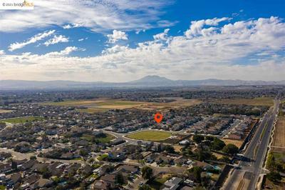 597 SAPPHIRE PKWY, OAKLEY, CA 94561 - Photo 2