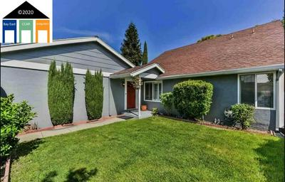 878 MADIGAN AVE, Concord, CA 94518 - Photo 2
