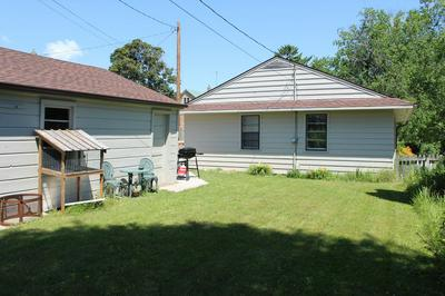 913 MANITOU ST, Manitowoc, WI 54220 - Photo 2