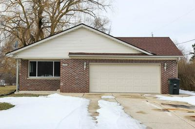 9025 S 35TH ST, FRANKLIN, WI 53132 - Photo 1