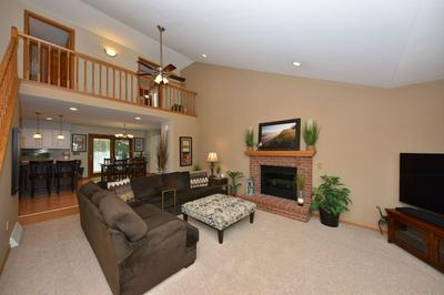 621 W FAIRHURST LN, Saukville, WI 53080 - Photo 2
