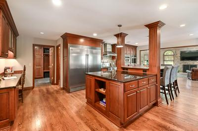 12050 N MARYHILL CT, Mequon, WI 53092 - Photo 2
