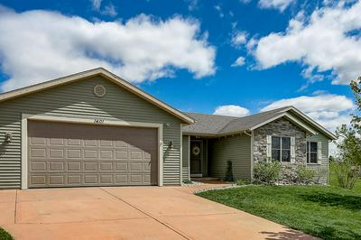 W1401 VALLEY VIEW CT, Ixonia, WI 53036 - Photo 1