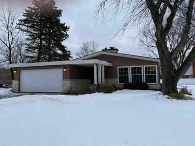2140 CLOVERHILL RD, Elm Grove, WI 53122 - Photo 2