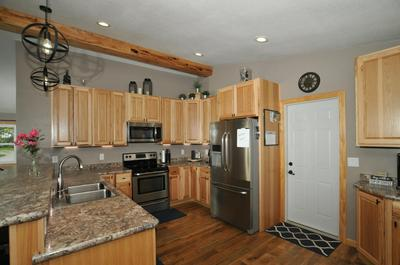 5565 S 43RD ST, Greenfield, WI 53220 - Photo 2