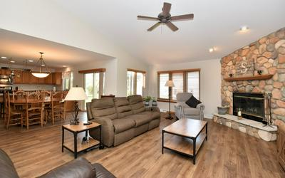 4094 W WHISPERING RIDGE PASS, Franklin, WI 53132 - Photo 2
