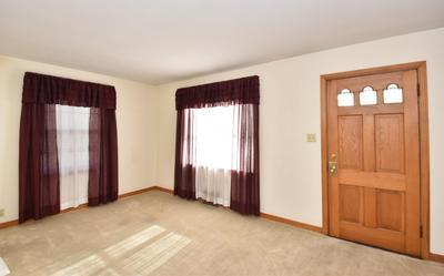 7632 LIVINGSTON AVE, Wauwatosa, WI 53213 - Photo 2