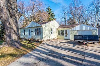 W59N752 HIGHWOOD DR, Cedarburg, WI 53012 - Photo 2