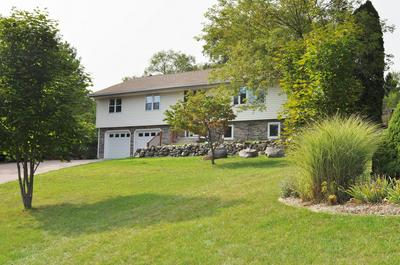 S71W32832 TOWER HILL DR, Mukwonago, WI 53149 - Photo 2