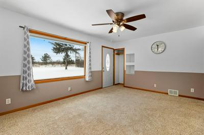 10216 N BAEHR RD, Mequon, WI 53092 - Photo 2
