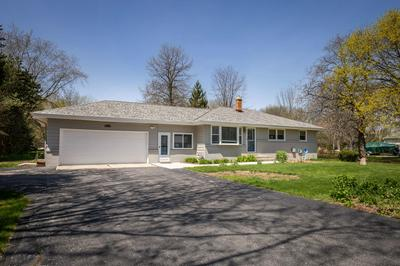 10225 N GREENVIEW DR, Mequon, WI 53092 - Photo 2