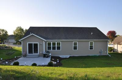 228 CHAPEL HILL DR, Johnson Creek, WI 53038 - Photo 2