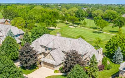 8604 S COUNTRY CLUB DR, Franklin, WI 53132 - Photo 1