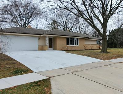 5460 S HONEY CREEK DR, Greenfield, WI 53221 - Photo 1