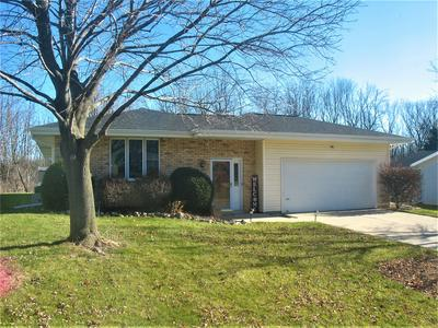414 S COLONIAL PKWY, Saukville, WI 53080 - Photo 1
