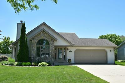 679 S FOX RUN DR, Saukville, WI 53080 - Photo 1