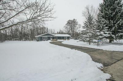 9935 ROYAL OAK RD, Cedarburg, WI 53012 - Photo 1