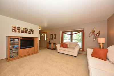 W245N5915 MARIS CT, Sussex, WI 53089 - Photo 2