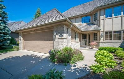 8604 S COUNTRY CLUB DR, Franklin, WI 53132 - Photo 2