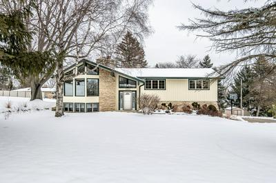 1060 ROLLING GREEN DR, Brookfield, WI 53186 - Photo 2