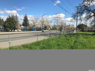 376 SILVER EAGLE RD, Sacramento, CA 95838 - Photo 2
