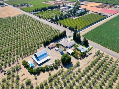 400 LEMON AVE, Patterson, CA 95363 - Photo 2