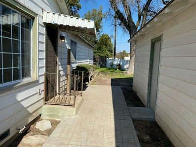 1001 LAUREL AVE, ATWATER, CA 95301 - Photo 2