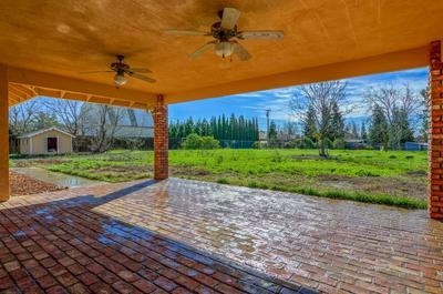 8950 MOONEY RD, Elk Grove, CA 95624 - Photo 2