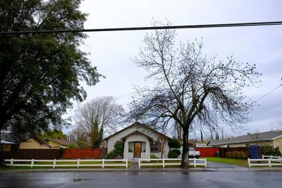445 DAVITT AVE, OAKDALE, CA 95361 - Photo 1