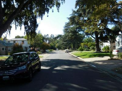 690 BLACKWOOD ST, SACRAMENTO, CA 95815 - Photo 2