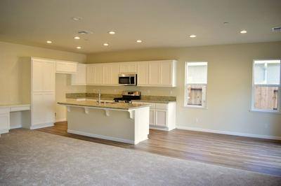 201 RIVER POINTE DR # 196, Waterford, CA 95386 - Photo 2