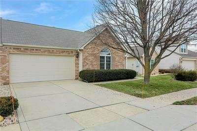 17757 CROWN POINTE CT, Noblesville, IN 46062 - Photo 2