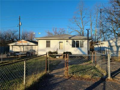 2324 N LELAND AVE, Indianapolis, IN 46218 - Photo 2