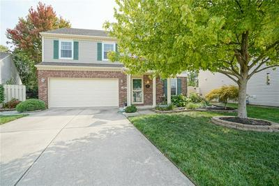 9215 CROSSING DR, Fishers, IN 46037 - Photo 1