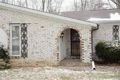 601 N SUNSET CT, Greenfield, IN 46140 - Photo 2