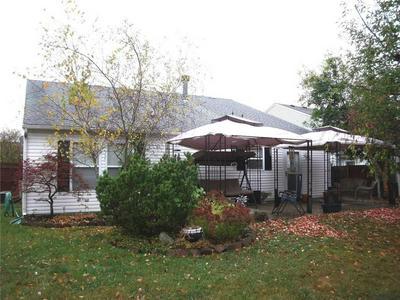 9192 HUNTLEIGH CIR, Plainfield, IN 46168 - Photo 2