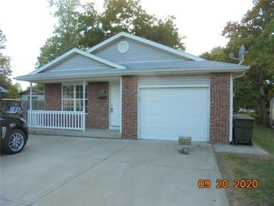 404 MARKET ST, Hope, IN 47246 - Photo 1