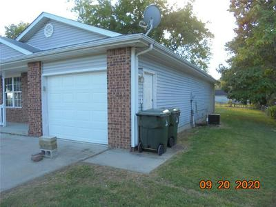 404 MARKET ST, Hope, IN 47246 - Photo 2