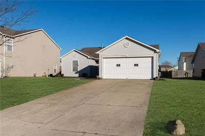 915 STREAMSIDE DR, Greenfield, IN 46140 - Photo 2