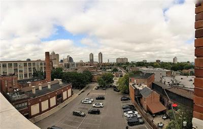 624 E WALNUT ST APT 410, Indianapolis, IN 46204 - Photo 2